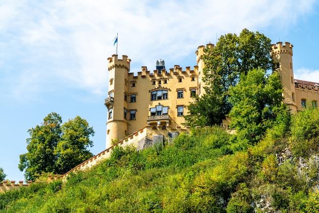 Bella architettura al castello di hohenschwangau nelle alpi bavaresi della germania