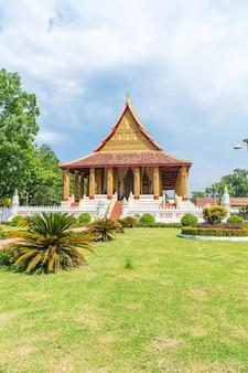 Bella architettura al tempio di haw phra kaew