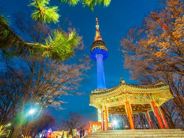 Bella architettura che costruisce la torre di n seoul