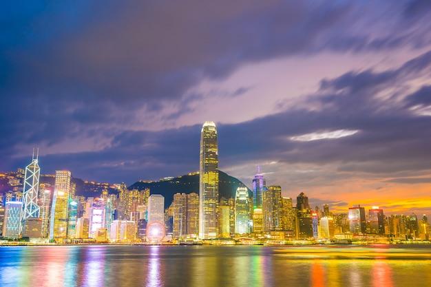 Bella architettura che sviluppa paesaggio urbano nella città di hong kong