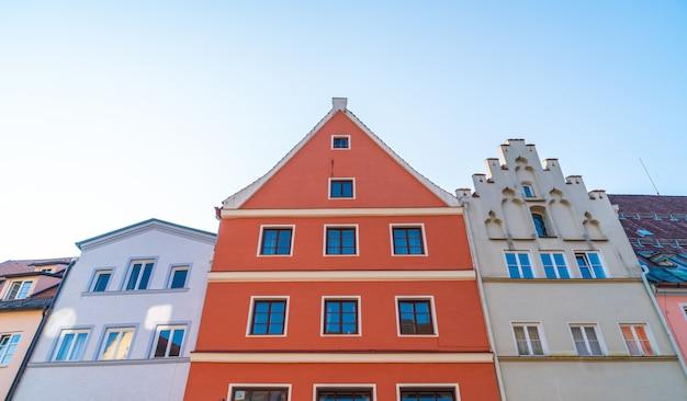 Bella architettura di vecchie case sulla strada storica della città di füssen in germania