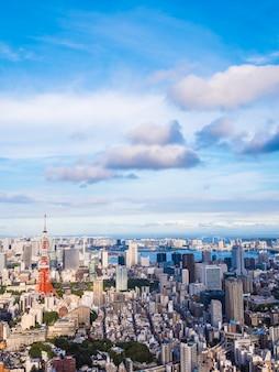 Bella architettura e costruzione intorno alla città di tokyo con la torre di tokyo nel giappone