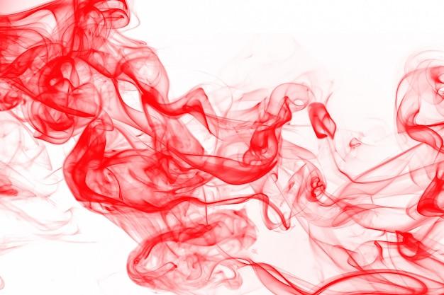 Bella arte del fumo rosso abstact su sfondo bianco, inchiostro di colore dell'acqua