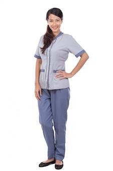 Bella cameriera asiatica in uniforme