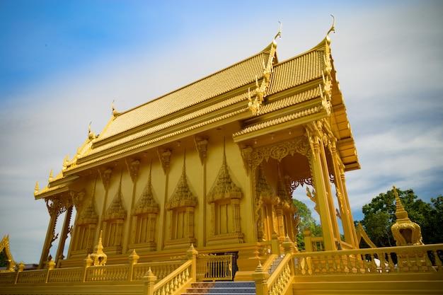 Bella cappella dorata del buddha