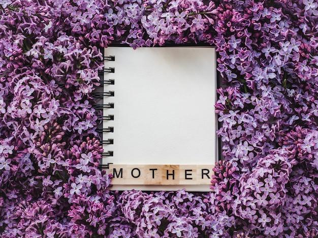 Bella cartolina d'auguri con la parola madre