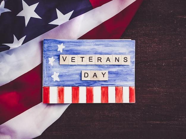 Bella cartolina d'auguri il giorno dei veterani.