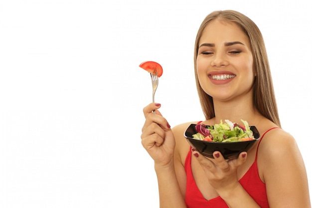 Bella ciotola sana della tenuta della donna di insalata