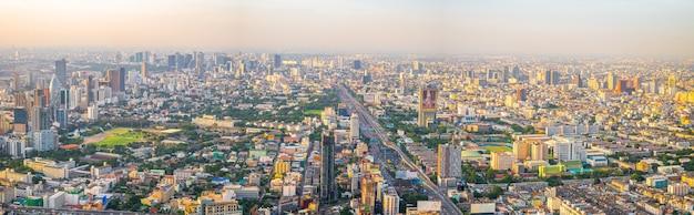 Bella città di bangkok, vista occhio d'uccello sulle nuove costruzioni moderne