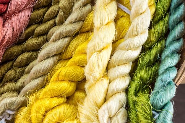 Bella colorata di filo di seta