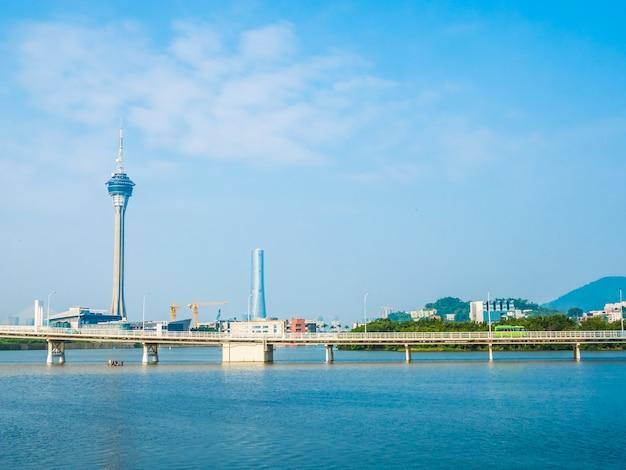 Bella costruzione di architettura della torre di macao nella città