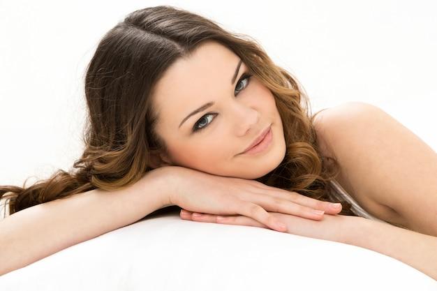 Bella donna a letto