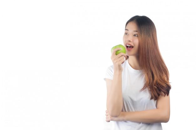 Bella donna asia con un sorriso felice