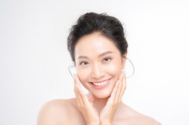 Bella donna asiatica faccia
