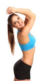 Bella donna attiva in un abbigliamento fitness