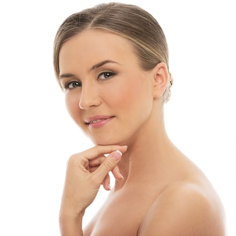 Bella donna con una pelle perfetta