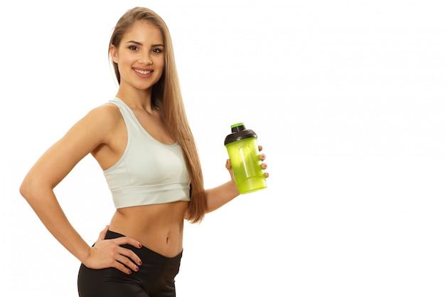 Bella donna in buona salute di forma fisica pronta all'allenamento