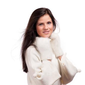 Bella donna inverno isolata on white