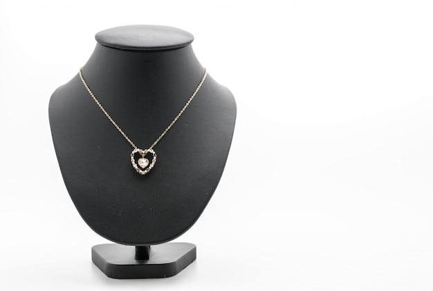 Bella e collana di lusso sul collo del basamento dei monili