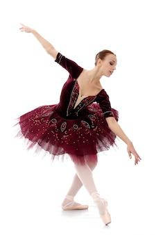 Bella e splendida ballerina in posa ballete