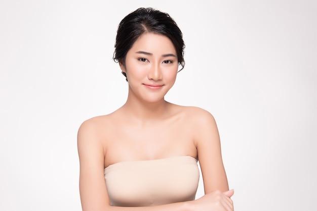Bella giovane donna asiatica con pelle pulita e fresca felicità e allegra