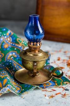 Bella lampada a cherosene in stile retrò
