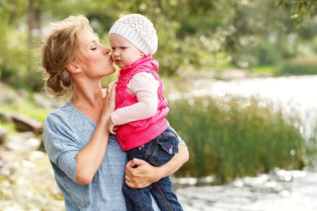 Bella madre con figlia