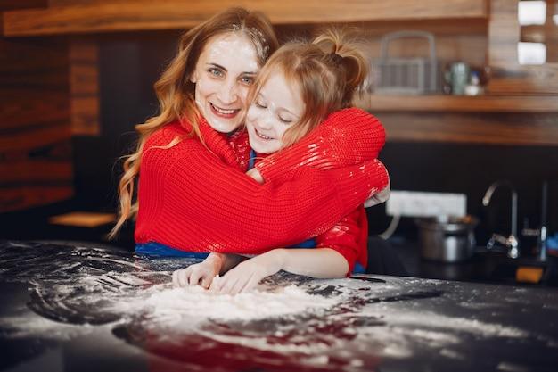 Bella madre con una piccola figlia
