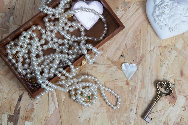 Bella perla con un cuore e una chiave