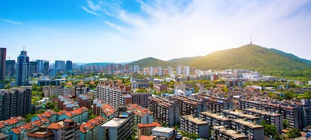 Bella soleggiata paesaggio urbano
