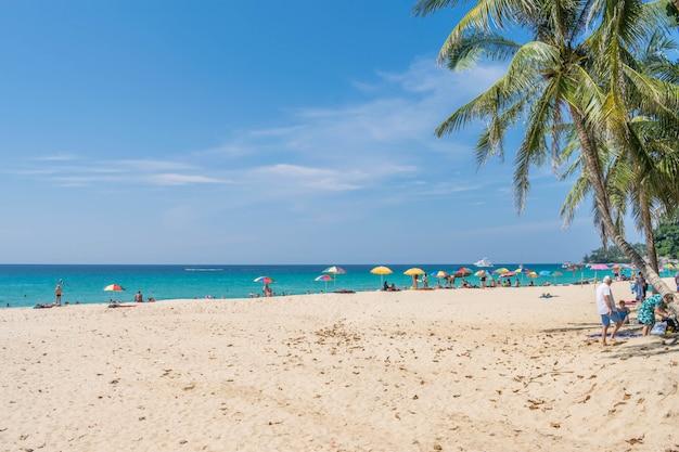 Bella spiaggia di estate di phuket tailandia