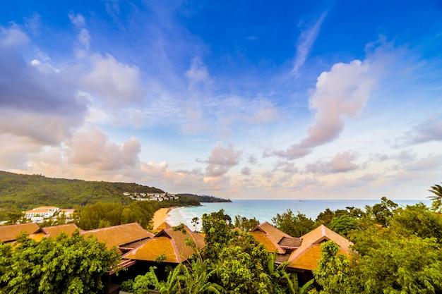 Bella villa all'aperto con mare e oceano
