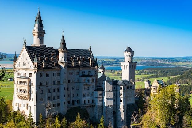 Bella vista del famoso castello di neuschwanstein