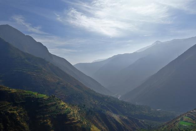 Bella vista sul bellissimo paesaggio visto dalle alture del quartiere san jeronimo de surco.