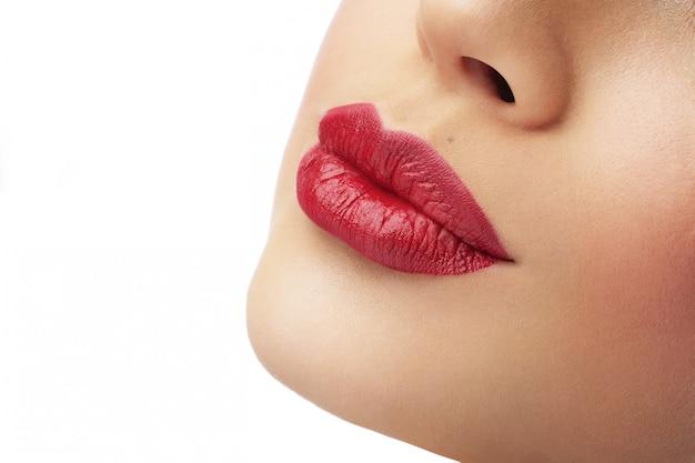 Belle labbra rosse femminili