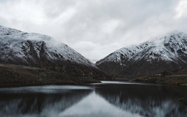 Belle montagne dell'himalaya in pakistan