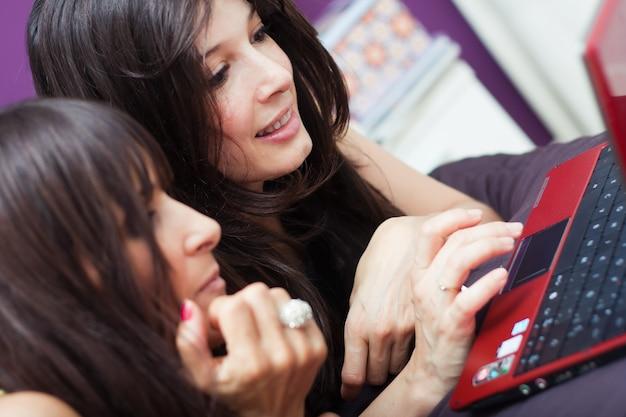 Belleza femenino diversione alegria informatica