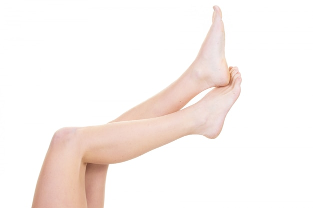 Bellezza di gambe di bella donna liscia sottile