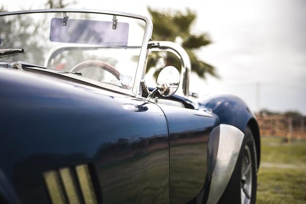 Bellissima auto sportiva d'epoca classica