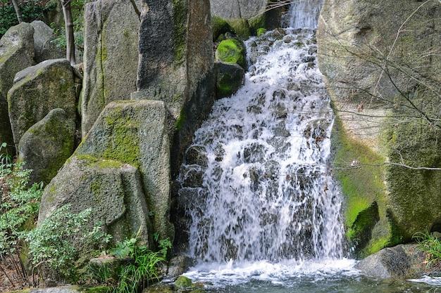 Bellissima cascata naturale