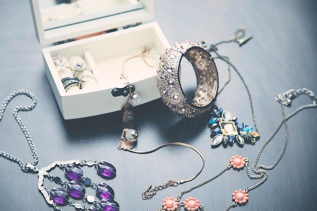 Bellissima collana e orecchini in oro e perle