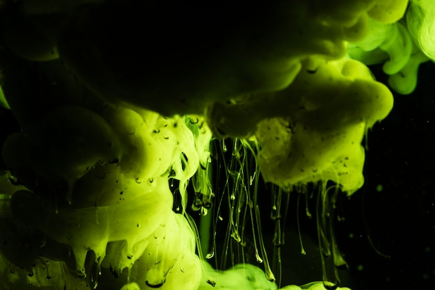Bellissima composizione con nuvole verdi