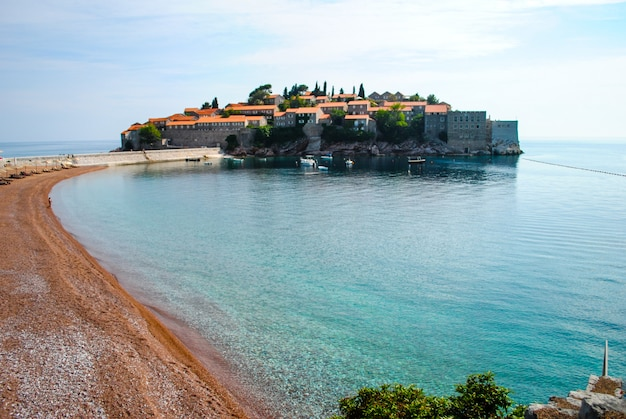 Bellissima e romantica isola di sveti stefan