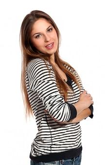 Bellissima giovane donna con i capelli lunghi