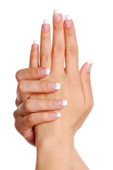 Bellissima mano di donna. unghia.