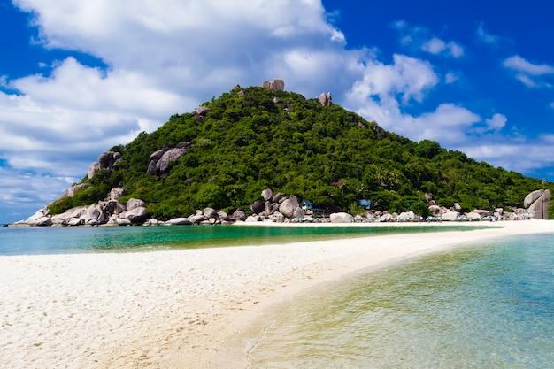 Bellissima spiaggia tropicale isola di koh phangan, regno di tailandia