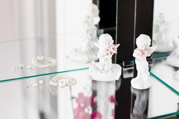 Bellissimi gioielli di perle per la sposa.
