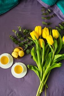 Bellissimi tulipani gialli