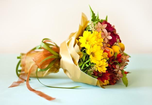 Bellissimo bouquet di fiori colorati