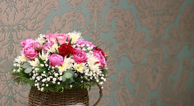 Bellissimo bouquet in una pentola